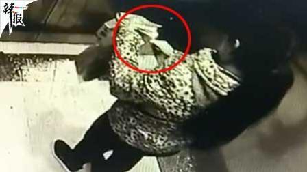 女子午夜电梯内烧纸钱吓坏其他业主