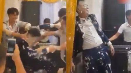 火龙果传媒 第一季 新郎遭损友蛋糕抹满全身 新娘一旁尴尬无助