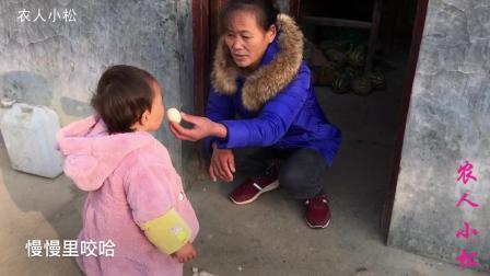 农村婆媳喂1岁宝宝鸡蛋, 却只吃蛋白, 不吃蛋黄, 你有啥好方法?