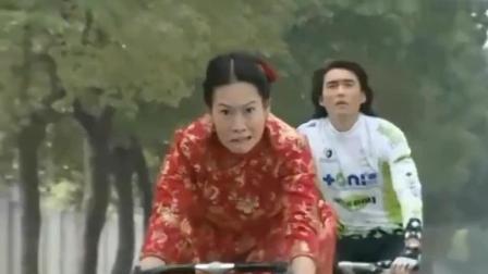 """粉红女郎: 结婚狂骑自行车追新郎巧遇王浩, 一个不注意""""出车祸"""""""
