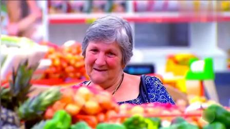 恶作剧: 超市里面的水果人, 突然把顾客逗坏了