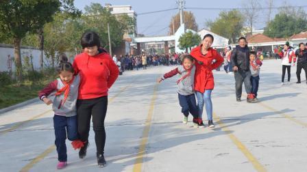 塞湖小学冬季运动会两人三足亲子游戏