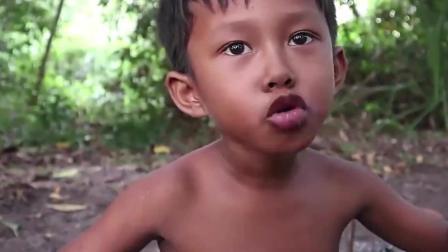 野外生活: 难得小孩今天逮到了野味, 吃起来这么香么