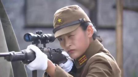 日本女狙击枪用的好,不料中国女兵只用手枪,悬空倒立把她给杀了