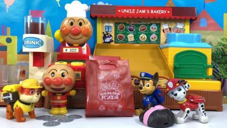汪汪队立大功玩具视频 第一季 怕冷的毛毛来面包超人店买面包 怕冷的毛毛来面包超人店买面包