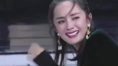 节目现场放出杨幂唱歌原声, 竟让她尴尬到想哭