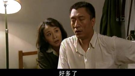 军歌嘹亮: 秋英帮高大山按腰, 却紧紧抱住了他, 两人真幸福