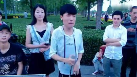 残疾流浪歌手王亮串烧《再度重相逢 美酒加咖啡》节奏震撼好听极了国语流畅