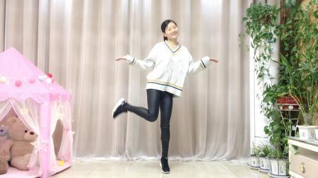 自由16步《纳西三部曲》广场舞, 简单好看!