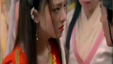 小狐仙被妇女们当街责骂, 捉妖师上前搭救, 结果中了魅术