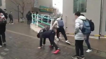 """初柒文化传媒 延边大学开启""""溜冰""""模式 上学之路似爪牙"""