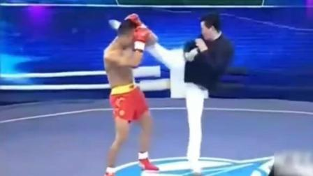 武术明星吴越对打国家散打运动员, 简直人民币玩