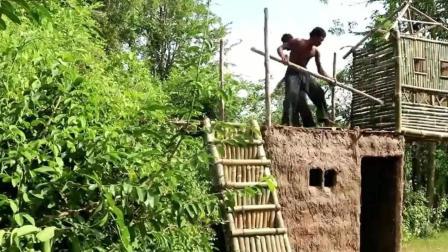 野外生活: 2男子用原始技能, 在丛林建造2层竹泥屋, 就担心下雨怎么住