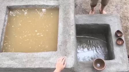 原始技术两兄弟, 野外生存, 水井打造后再建一个过滤水箱.