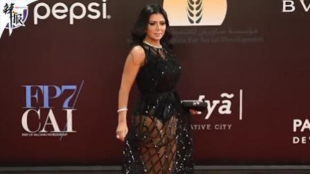 埃及女演员穿镂空长裙被起诉/马拉松选手撞线后