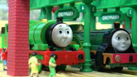 托马斯玩具: 托马斯和胖总管救出了被困在隧道的爱德华