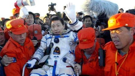 为什么现在没有航天英雄杨利伟的消息了? 他现在生活怎么样呢?