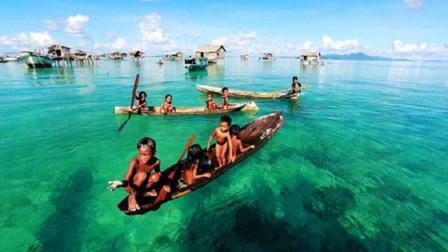 """""""海洋牧人""""巴瑶族, 他们没有国籍, 从小便刺破耳膜, 一生都不被允许踏上陆地"""