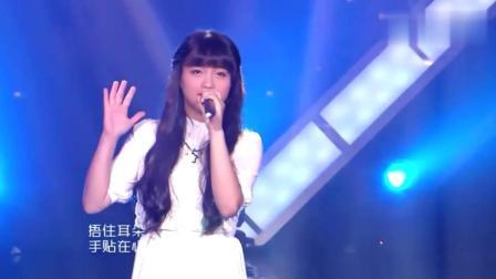 长相如此甜美的小女孩, 竟唱起歌如此深情, 看她唱歌太舒心