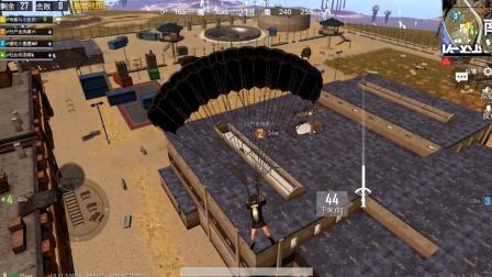 刺激战场: 第一次跳沙漠监狱, 刚落地就被敌人追, 开头好尴尬