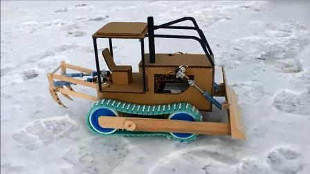 纸板制作履带式挖掘机, 可控制铲斗升降, 细节很到位!