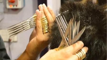 巴基斯坦理发师同时用27把剪刀理发