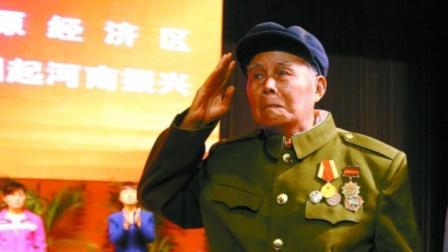 86岁老兵隐居深山49年回乡连房子都没有