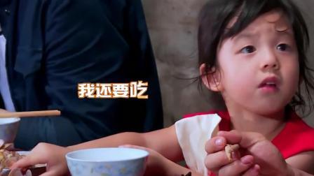 小泡芙承包了所有蛤蜊, 而jasper望着爸爸吃东西流口水, 太搞笑了