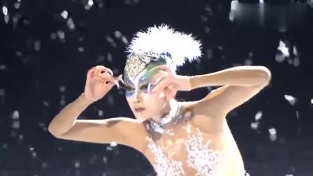 杨丽萍孔雀舞表演, 惊艳唯美, 犹如孔雀仙子!