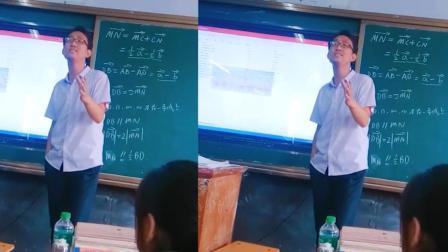 数学老师教室翻唱《花香》走红网络, 网友沸腾了: 林志炫既视感!