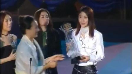 陈慧琳击败杨千嬅、张柏芝拿下金奖后唱《都是你的错》