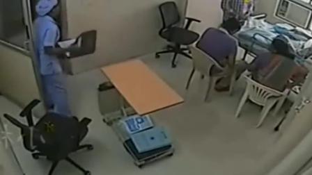 老人医院病危, 护士刚出病房门, 监拍这样一刻