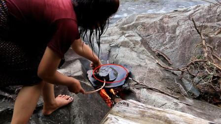户外美食: 女子在河边烤的这种美味你认识吗? 看她吃得真香