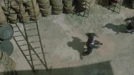 做他的女主角真不容易, 从楼顶摔下来, 还没有任何安全措施, 真是太危险了