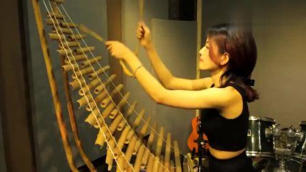 美女演奏: 很少有人见过的乐器, 造型独特, 演奏时的声音却非常好听