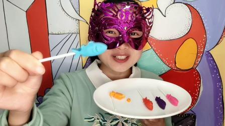 """妹子吃""""小鲨鱼棒棒巧克力"""", 五颜六色超可爱, 丝滑香甜味道好"""