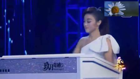 王小玮携小徒儿, 双排键共同演奏, 西游记主题曲《云宫迅音》