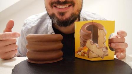 男子吃德国超流行年轮蛋糕, 吃到最后跟随音乐摇摆, 快乐也是没谁了