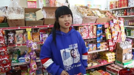 美女超市结账20块5毛, 老板好心给免5毛, 没想却被套路了