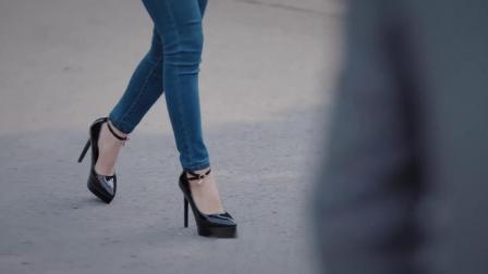 女子穿高跟鞋走进校园,男同学凭着目测,就知道女子新身份!