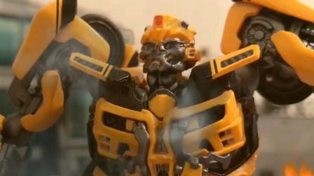 战士们突然受到袭击! 变形汽车机器人来得及救援吗?