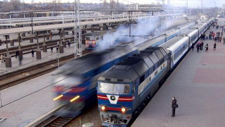 为什么以前火车在启动时, 往往会先往后退再启动?