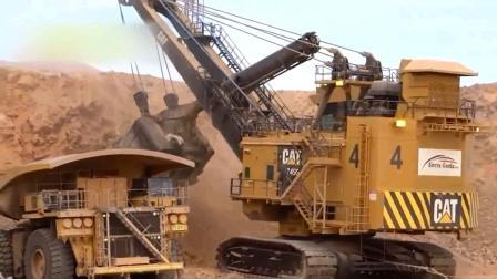 大型挖掘机装货过程, 上百吨重型卡车几下就装满!