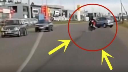 小伙骑摩托车飙车, 真是拿着自己的生命开玩笑, 父母的心都碎了