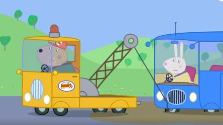 兔小姐的汽车卡在了泥坑里, 狗爷爷开着吊车来帮助他
