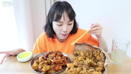 国外小姐姐吃炸鸡, 看着胃口真不错