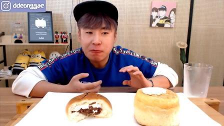 韩国大胃王小哥吃面包和牛奶, 胃口真不小