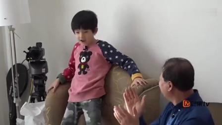 董洁当着姥爷的面跳舞, 全程自嗨, 网友: 满屏的尴尬!
