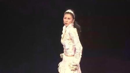 年近六十岁的叶倩文, 演唱会一段舞蹈让人惊艳, 真是魅力不减当年