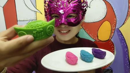 """妹子试吃""""金元宝巧克力"""", 精致雕花财气满满, 咬一口香甜丝滑"""